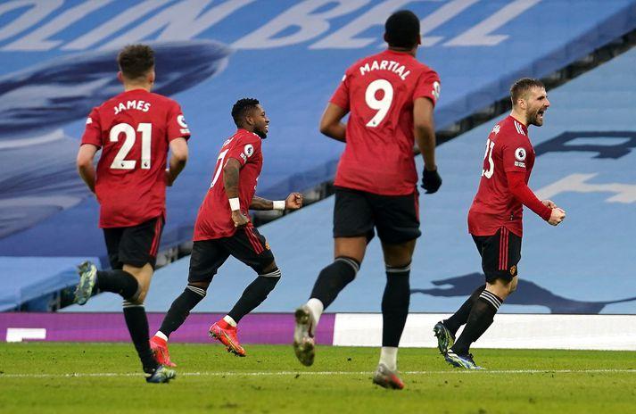 Leikmenn Manchester United fagna marki Luke Shaw.