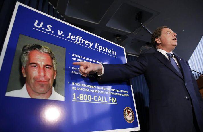 Jeffrey Epstein var í viðskiptum við Deutsche Bank á árunum 2013 til 2018. Bankinn segist sjá eftir því að hafa tekið við viðskiptum hans.