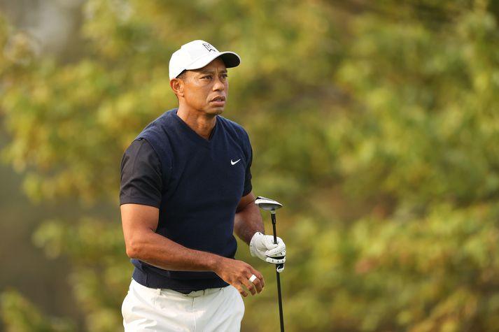 Tiger Woods keppir á vellinum þar sem hann missti fyrst af niðurskurði á risamóti.