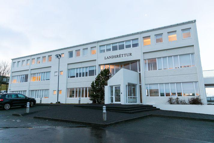 Landsréttur staðfesti hinn áfrýjaða úrskurð.