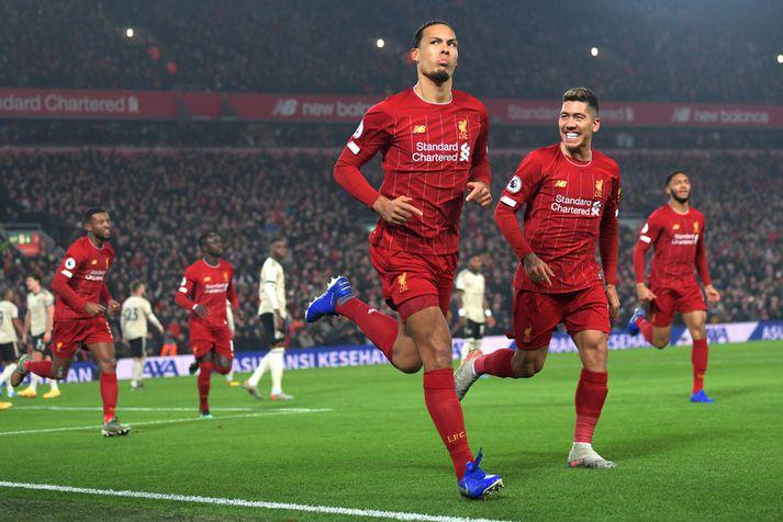 Virgil van Dijk fagnar marki sínu fyrir Liverpool á móti Manchester United fyrr á þessu tímabili.