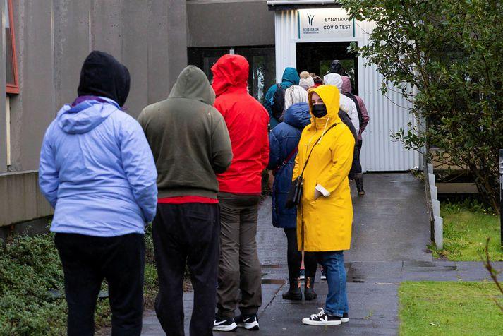 Fjórtán greindust smitaðir af veirunni í fyrradag.