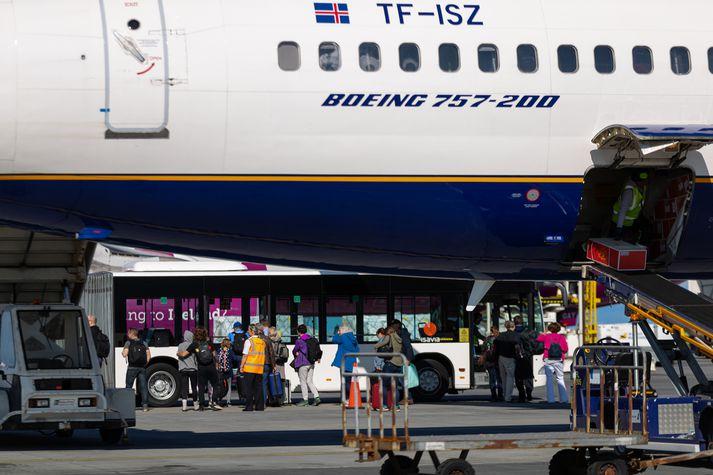 Tilkynnt var um kaup Icelandair á WOW air í gær en kaupin eru meðal annars háð skilyrði Samkeppniseftirlitsins.