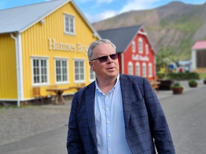 Athafnamaðurinn Róbert Guðfinnsson er maðurinn á bak við mikla uppbyggingu ferðaþjónustunnar á Siglufirði undanfarin ár.