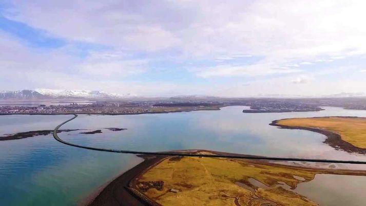 Svona er brú yfir Skerjafjörð sýnd í stuttmynd Björns Jóns Bragasonar um Skerjabraut.