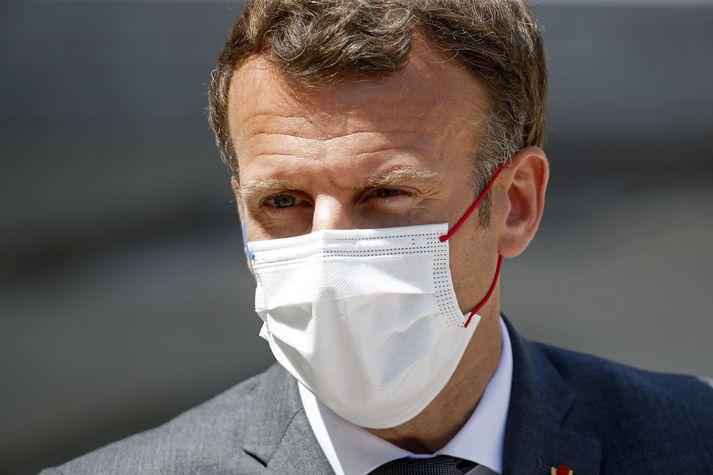 Macron var löðrungaður í gær.