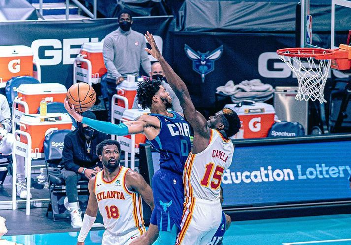 Miles Bridges átti flottustu tilþrif næturinnar í NBA-deildinni.