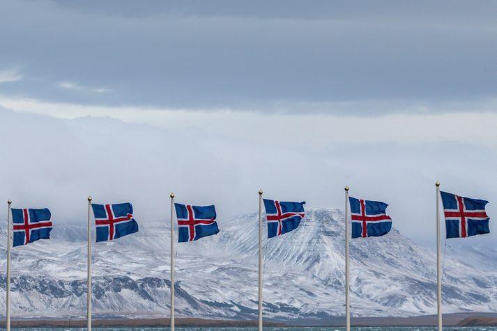 Tilnefndu þína konu, karl eða hóp hér að neðan.