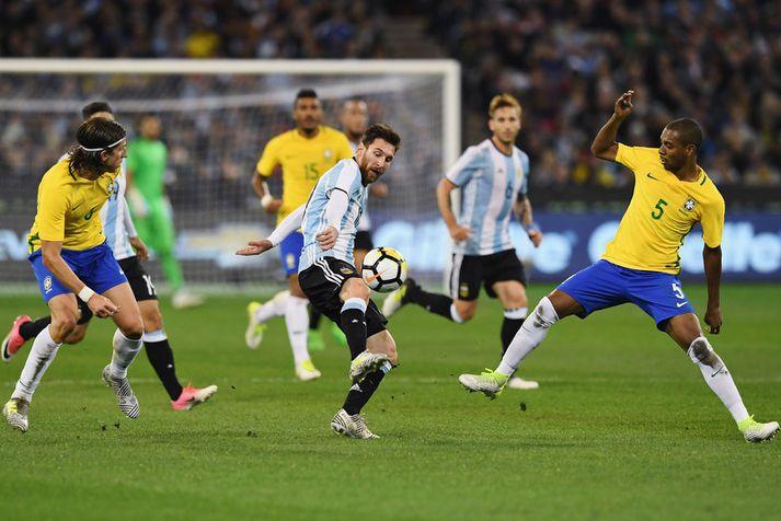 Lionel Messi í síðasta leik sínum á móti Brasilíu. Messi og félagar hafa ekki unnið Brasilíumenn í fjórtán ár.