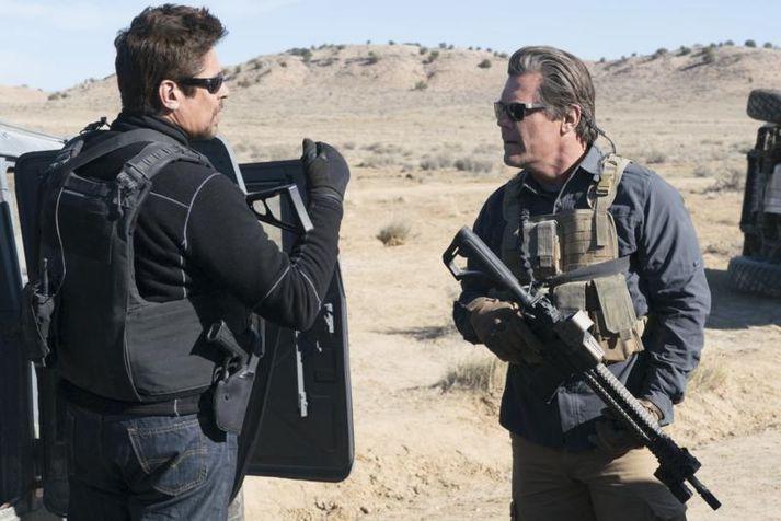Benicio del Toro í Josh Brolin í Sicario 2.