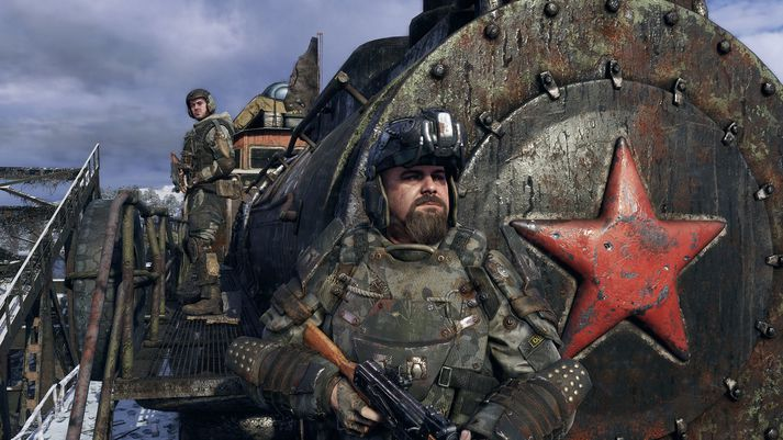 Artyom og aðrir vinir hans úr Spartan-Rangers ferðast um Rússland á gamalli lest.
