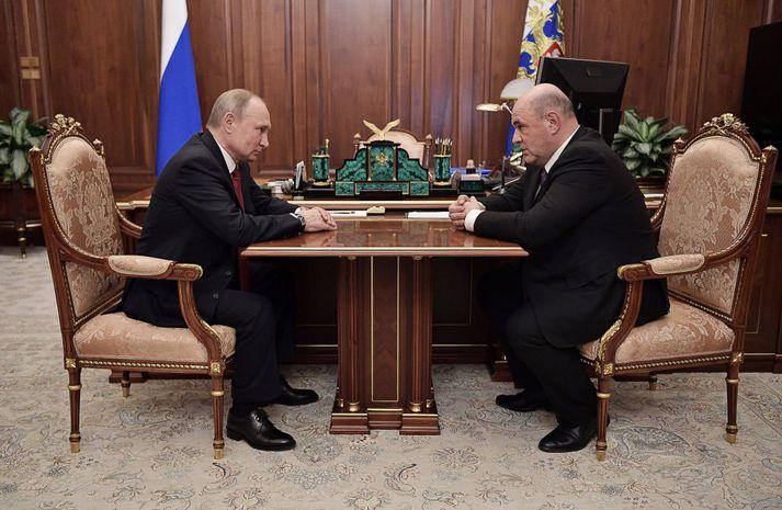Vladimír Pútín Rússlandsforseti og Mikhail Mishustin á fundi í morgun.