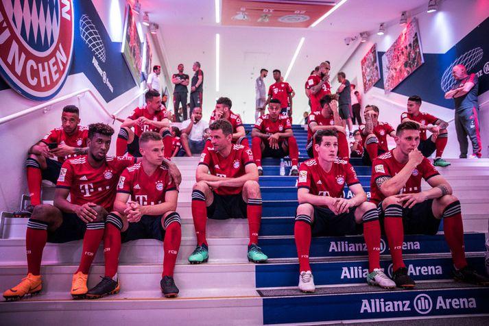 Leikmenn Bayern München í leikmannagöngunum á Allianz Arena áður en LED skjáirnir voru settir upp á öllum veggjum.