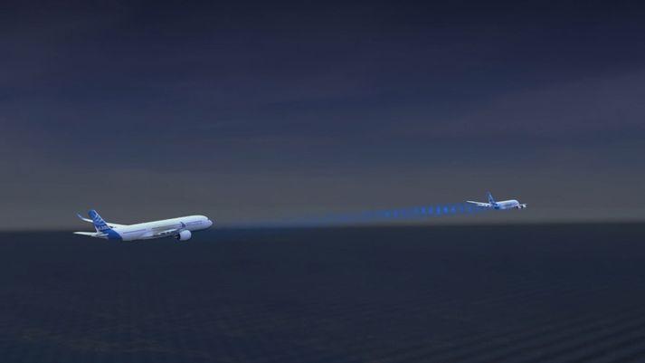 Airbus stefnir að því að hefja flugprófanir á næsta ári með samflugi tveggja A350 breiðþota.