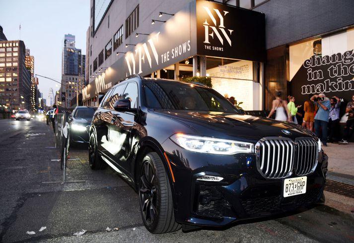 BMW X7 er með mjög stórt grill, eins og Daimler vísar í í svari sínu.