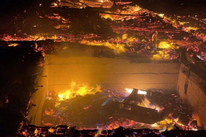 Kirkjan brann til kaldra kola í gærkvöldi.