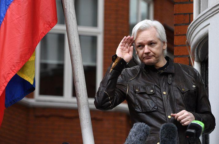 Sögusagnir höfðu lengið verið á kreiki um að hreinlæti Assange í sendiráðinu hefði verið ábótavant.