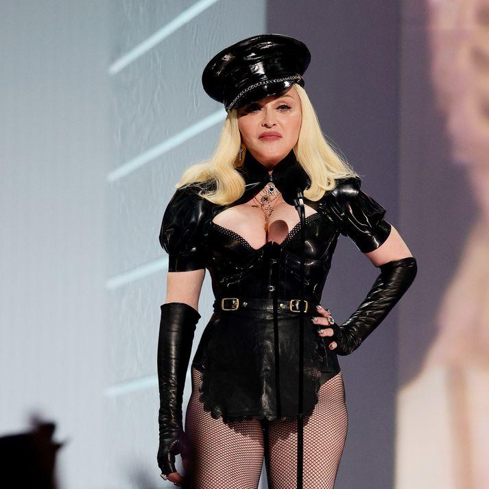 Drottning poppsins, Madonna, hefur engu gleymt. Það er ekki að sjá að hún hafi verið að fagna 63 ára afmæli sínu í síðasta mánuði.