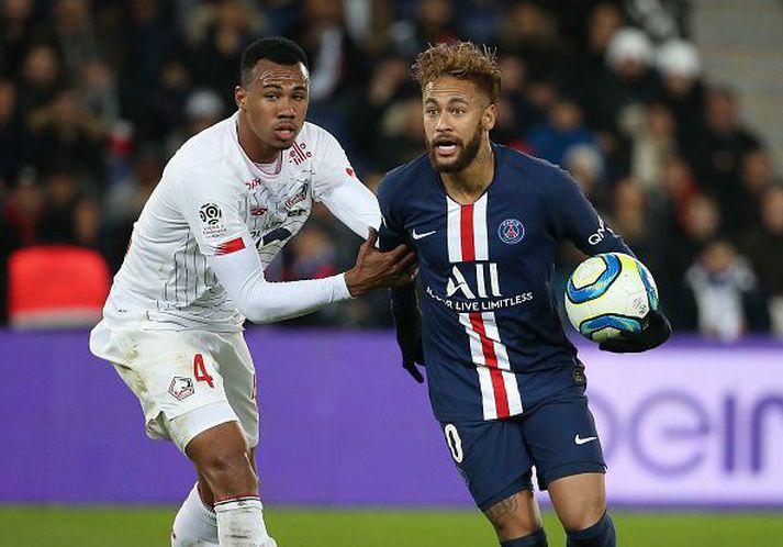 Gabriel Magalhaes í baráttunni við Neymar í leik Lille og PSG fyrr í vetur.