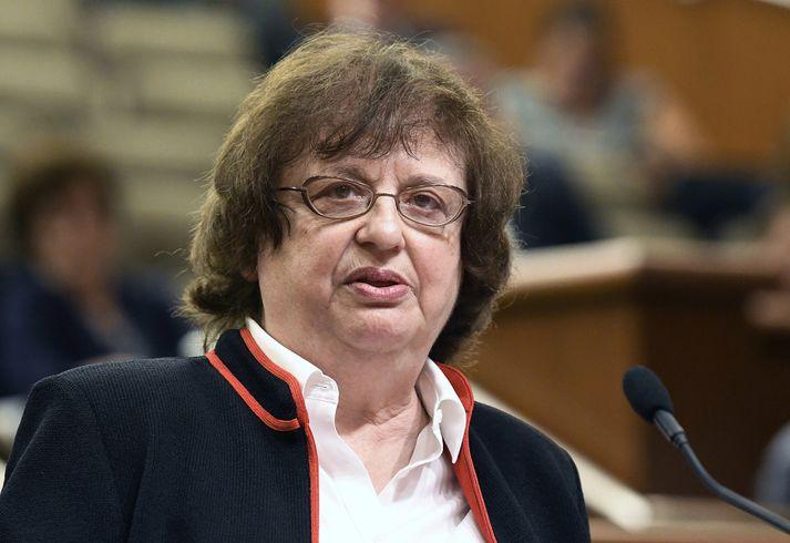 Barbara Underwood, dómsmálaráðherra New York, hefur opnað símalínu og vefsíðu þar sem fórnarlömb og vitni geta látið vita af sér.