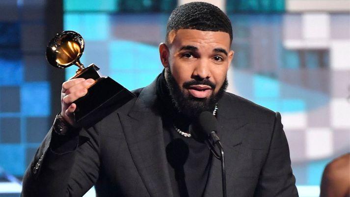 Drake fékk ekki að klára ræðuna sína.
