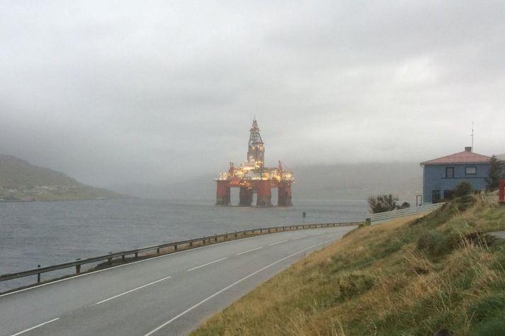Borpallurinn West Hercules á Skálafirði í Færeyjum árið 2014. Hann var tekinn í klössun í Rúnavík eftir borun við eyjarnar.