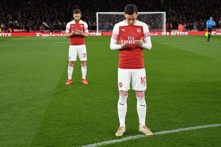 Mesut Özil gerði einn ótrúlegasta samning knattspyrnusögunnar þegar hann framlengdi við Arsenal í fyrra.