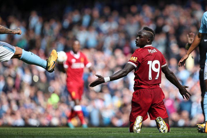 Sadio Mane fékk rautt spjald á 37. mínútu í fyrri leik Liverpool og Manchester City.