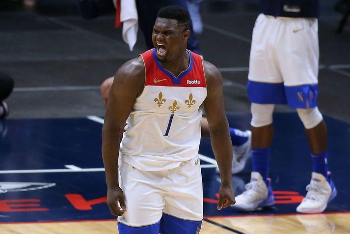 Zion Williamson átti stóran þátt í sigri New Orleans Pelicans og fagnar hér í leiknum gegn Boston Celtics.