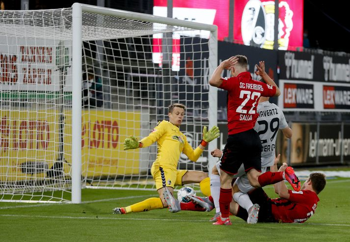 Kai Havertz skorar hér sigurmark Leverkusen.