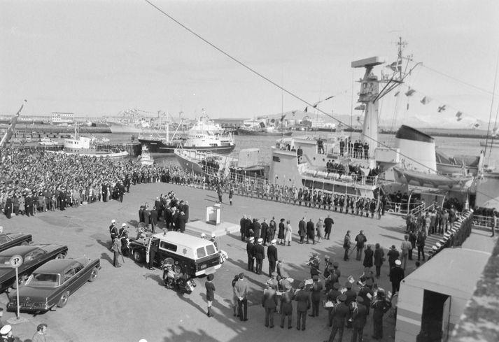 Fjöldi safnaðist saman á Miðbakka í Reykjavík þann 21. apríl 1971 þegar Vædderen lagðist að bryggju með Flateyjarbók og Konungsbók Eddukvæða um borð.