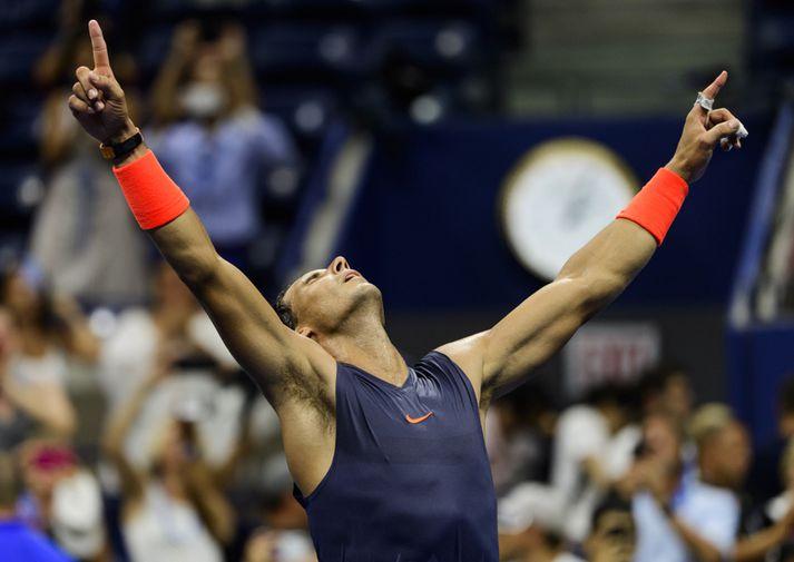 Rafael Nadal fagnar sigri.