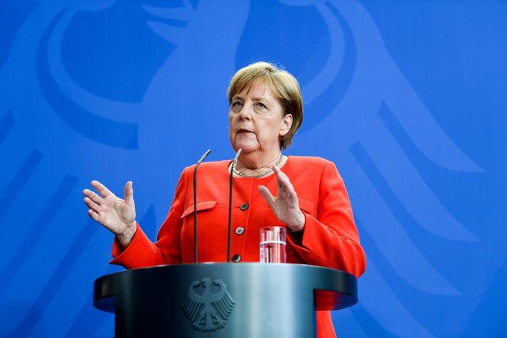 Angela Merkel fundar með Horst Seehofer og Angelu Nahle, leiðtoga Jafnaðarmanna, í kvöld.