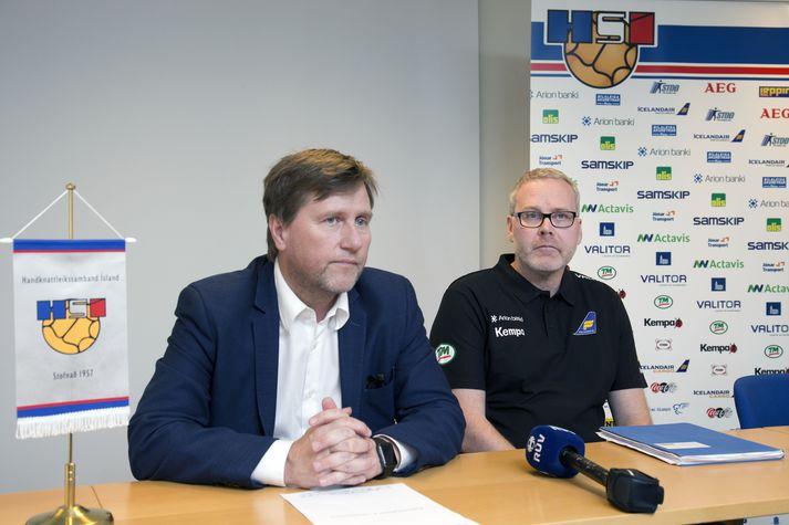 Guðmundur B. Ólafsson, formaður HSÍ, og Axel Stefánsson, þjálfari kvennalandsliðsins.
