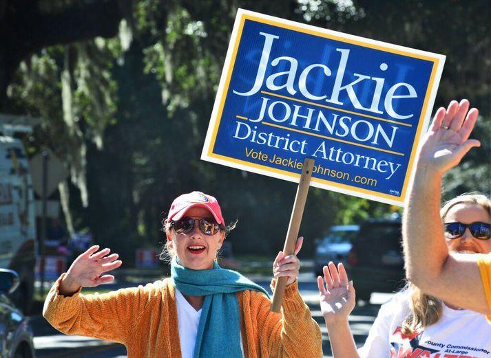 Jackie Johnson náði ekki endurkjöri sem umdæmissaksóknari í Brunswick í fyrra. Hún er nú ákærð fyrir misferli í máli feðganna sem drápu Ahmaud Arbery.