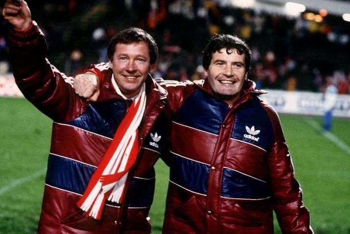 Leikirnir á móti ÍA 1983 voru fyrstu Evrópuleikir Aberdeen liðsins síðan að Alex Ferguson stýrði liðinu til sigurs á móti Real Madrid í úrslitaleik Evrópukeppni bikarhafa. Hér fagnar hann Evróputitlinum með aðstoðarmanni sínum Archie Knox.