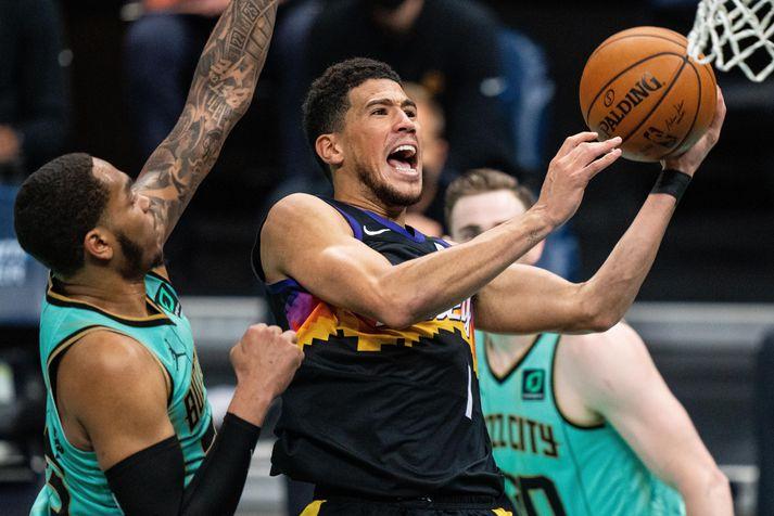 Devin Booker skoraði 35 stig í sigri Phoenix Suns á Charlotte Hornets.