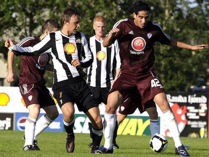 Skúli Jón Friðgeirsson og Baldur Sigurðsson í baráttu gegn Larissa árið 2009.