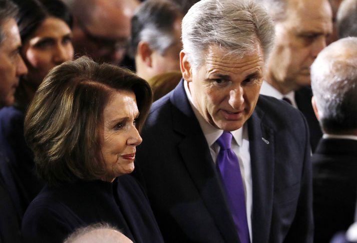 Nancy Pelosi, forseti fulltrúadeildarinnar, og Kevin McCarthy, leiðtogi repúblikana í deildinni, tóku þátt í að semja um skuldaþakið og fjárlög.