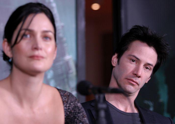 Leikstjóri The Matrix staðfesti í dag að Carrie-Anne Moss og Keanu Reeves munu leika Trinity og Neo og á ný.