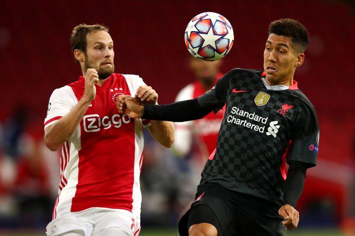 Daley Blind og Roberto Firmino með augun á boltanum í fyrri leik Ajax og Liverpool í D-riðli Meistaradeildar Evrópu.
