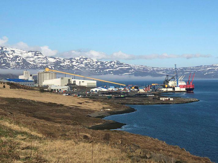 Álverið á Reyðarfirði þangað sem verið var að flytja súrrálið.