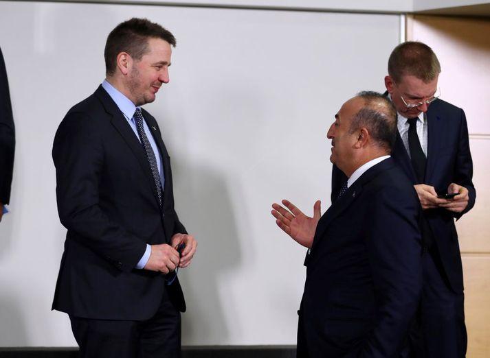 Guðlaugur Þór Þórðarsson utanríkisráðherra og Mevlut Cavusoglu utanríkisráðherra Tyrklands á fundi NATO-ríkja í Brussel árið 2017.