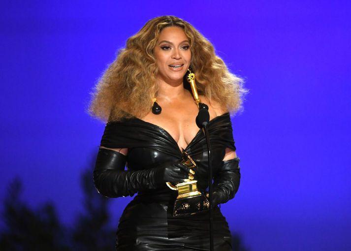 Beyoncé á Grammy-verðlaunahátíðinni í gær.