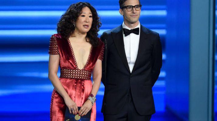Sandra Oh og Andy Samberg verða saman á sviðinu í janúar.