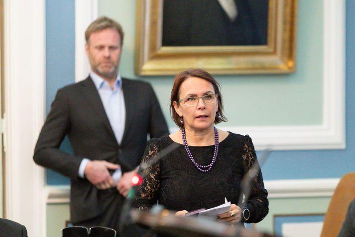Bjarkey Olsen telur hag neytenda og auglýsinga best borgið með veru Ríkisútvarpsins á markaði.
