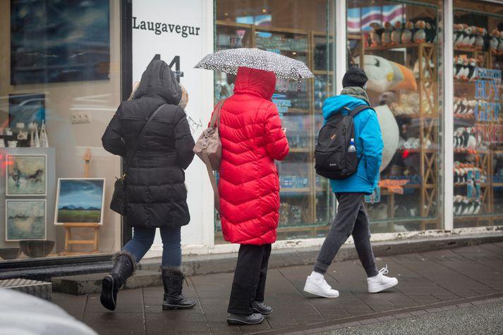 Í höfuðborginni er gert ráð fyrir 11-16 stiga hita, skýjuðu með köflum og síðdegisskúrum.