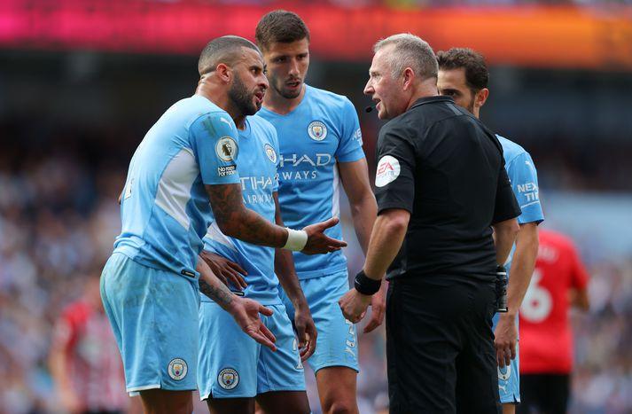 Kyle Walker og félagar hans í Manchester City sluppu með skrekkinn í dag.