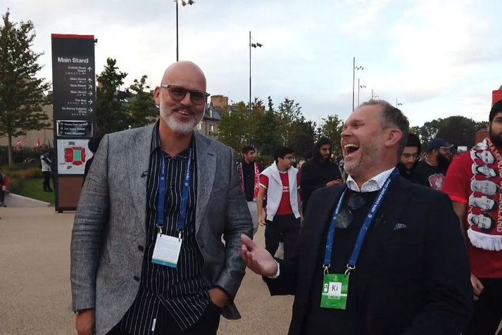 Guðmundur Benediktsson og Ólafur Kristjánsson fyrir utan Anfield leikvanginn.