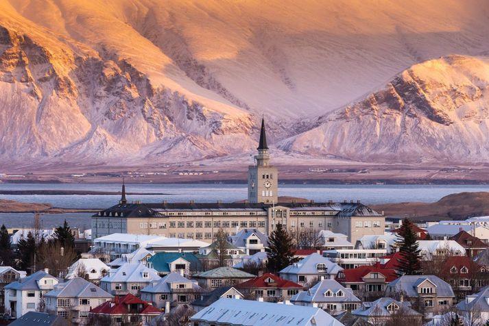 Frost verður tvö til tólf stig þar sem kaldast verður í innsveitum á Norðausturlandi.
